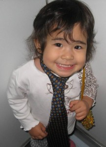 Nikita con corbata