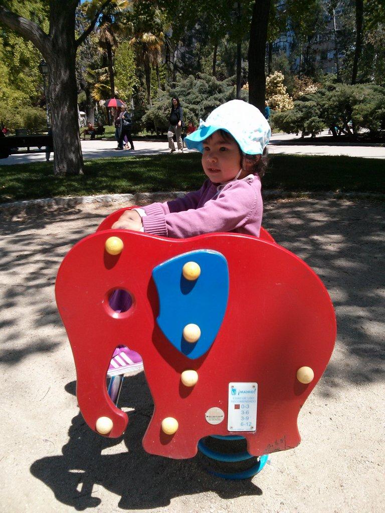 Nikita montada en elefante
