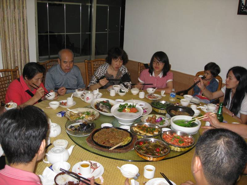 Cenando con la familia